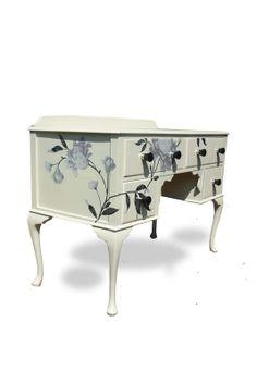 Queen Anne's Ladies' Desk