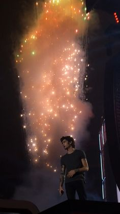 1D One Direction - Zayn Malik    Oh My Gosh!!! that's pretty!!   the angels in heaven are reveling in their greatest creation