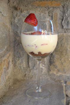 Pěna z bílé čokolády – jemná a nadýchaná Panna Cotta, Wine Glass, Pudding, Tableware, Ethnic Recipes, Kitchen, Food, Dulce De Leche, Dinnerware