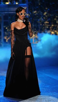 Rihanna Rocks Lingerie Looks: Naturally, her performance at the 2012 Victoria's Secret fashion show called for a boudoir-inspired look. Rihanna Dress, Rihanna Outfits, Rihanna Riri, Rihanna Style, Stage Outfits, Runway Fashion, Rihanna Fashion, Fashion Show, Fashion Outfits