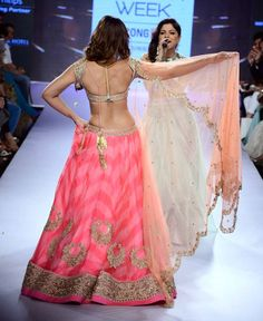 Ileana D'Cruz showing her #sexy back while Kanika Kapoor sings at the Lakme Fashion Week 2015. #Bollywood #Fashion #Style #Beauty #LFW15