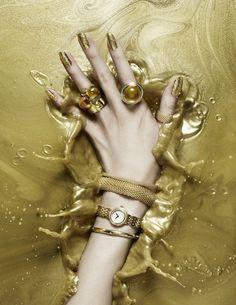 Gold | ゴールド | Gōrudo | Gylden | Oro | Metal | Metallic | Shape | Texture | Form | Composition | Splash