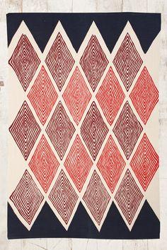 """Kerala"" Teppich mit Rautenmuster, 4x6 Fuß bei Urban Outfitters"
