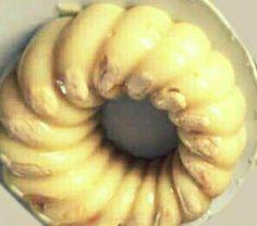 Λεμόντουζου….μια συνταγή απ' τα παλιά….από την Αλεξάνδρα Σουλαδάκη http://www.donna.gr/17119/lemontouzou-mia-suntagi-ap_-ta-palia-apo-tin-alexandra-souladaki/  Κάποτε, όταν τα γλυκά τα φτιάχναμε στα σπίτια μας, αυτό το γλυκό είχε την τιμητική του στις γιορτές και το θεωρούσαν και υψηλής στάθμης, γι αυτό