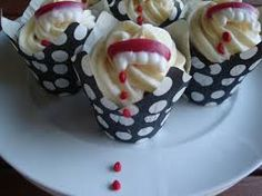 Halloween fangs cup cakes