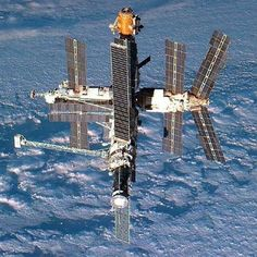 20 YEARS AGO TODAY: Earth and Russia's Mir space station, photographed from the departing Shuttle Atlantis on September (NASA) Mars Mission, Hubble Space Telescope, Space And Astronomy, Space Shuttles, Cosmos, Nasa Space Program, Space Photography, Nasa Astronauts, International Space Station