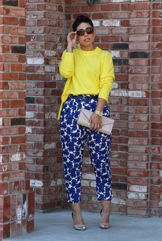 Blue Floral Pants and Yellow Sweater Casual Outfits, Cute Outfits, Fashion Outfits, Womens Fashion, Fashion Trends, Fashion Clothes, Work Fashion, Fashion Looks, Look Plus Size