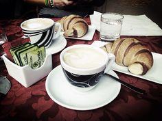 Croissant & Cappuccino!