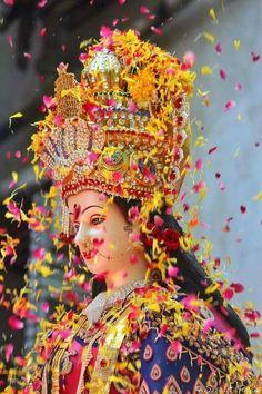 New Beautiful Latest Mata Ji Navratri Wallpaper And Wishes Collection By WaoFam. Lord Durga, Durga Ji, Saraswati Goddess, Lord Shiva, Saraswati Idol, Ganesh Lord, Lord Vishnu, Shiva Parvati Images, Durga Images
