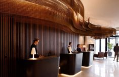 Kaynemaile worked with the Designworks team to create the custom ceiling feature for the Crowne Plaza hotel lobby. Inspired by the winding Avon river, the Bronze mesh ribbons are lit from above bringing a warmth to the space as guests arrive. Hotel Lobby Design, Hotel Ceiling, Hotel Reception, Office Reception, Hotel Decor, Plaza Hotel, Ceiling Design, Interior Design Inspiration, Best Hotels