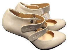 United Nude With Silver Side Architectural Heel $345 Sz 7.5 - 8 Pale Pink Pumps. Get the must-have pumps of this season! These United Nude With Silver Side Architectural Heel $345 Sz 7.5 - 8 Pale Pink Pumps are a top 10 member favorite on Tradesy. Save on yours before they're sold out!