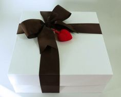 Valentine's gift box filled with all natural and organic gourmet treats from www.healthygourmetgifts.com