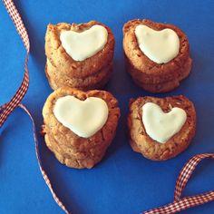 Fryske Dúmkes voor Valentijn, traditional Dutch cookies Dutch Cookies, Christmas Cookies, Biscuits, Muffin, Candy, Cooking, Breakfast, Desserts, Hearts