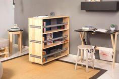 Uma estante para separar ambientes: Praticidade e elegância na hora de dividir espaços.