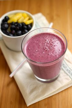 Blueberry-Pineapple-Smoothie-with-Chia