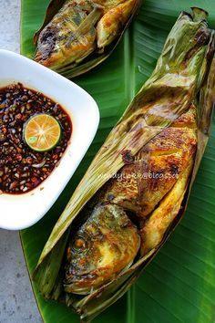 manis (the whole fish and/or fillets might be wrapped w/banana leaves ...