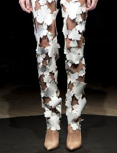 White pants with flower cut outs held together with rivet studs; artful fashion details // Maison Martin Margiela Haute Couture Source by Fashion Designer, Fashion Art, High Fashion, Fashion Show, Fashion Outfits, Womens Fashion, Fashion Trends, Style Fashion, Motif Floral