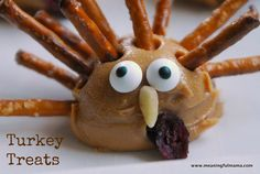 Turkey Thanksgiving Snack - peanut butter & pretzel treat by Meaningful Mama
