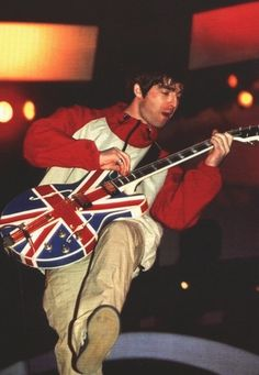 Happy Birthday to the legend Noel Gallagher. Noel Gallagher, Banda Oasis, Oasis Live, Oasis Band, Liam And Noel, Penfield Jacket, Band Wallpapers, Britpop, Playing Guitar