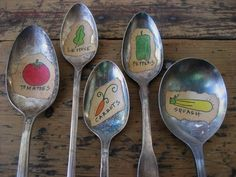 Riutilizzare vecchi cucchiai come etichette per l'orto casalingo? Ottima idea! ;)  --------  Using old spoons as plant labels for your garden  #crafts #ideas #recycle