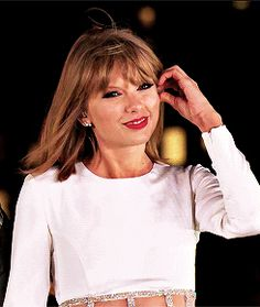 THIS THE CUTEST GIF I HAVE EVER SEEN❤️❤️❤️❤️❤️ #taylorswift