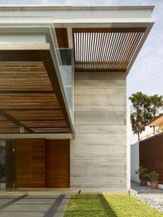 To address the first requirement, the architect detached the main elements of the first floor rooms from the party wall, allowing light to enter from all sides of the residence.