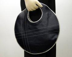 Círculo delgado bolso hecho a mano en cuero azul marino - con crema y azul a rayas de tela de lino