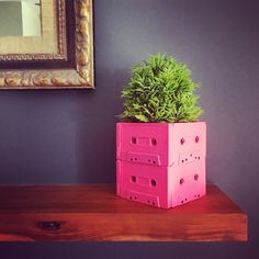 Diy Arts And Crafts, Home Crafts, Diy Home Decor, Diy Crafts, Recycled Art Projects, Cool Diy Projects, Cassette Tape Crafts, Diy Planters, Decoration