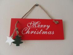RED WOODEN MERRY CHRISTMAS HANGING SIGN WITH A TREE & STAR CHIC N SHABBY PLAQUE