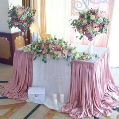 Table cloth set up Bridal Table, Wedding Table, Diy Wedding, Table Arrangements, Table Centerpieces, Floral Arrangements, Wedding Trends, Wedding Designs, Wedding Bouquets