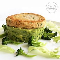 Poesía Culinaria . Hamburguesas de salmón [1 /-100 desperdicio0]  #salmonrecipes   #salmonrecipeshealthy   smenos100desperdicio0 #salmón   #hamburger  #fish   #hamburgerrecipes   #healthyrecipes  #healthyfood   #healthyeating  #eatclean  #food   #foodphotography  #foodrecipes   #comidasaludable   #comidasaudável  #receitas   #receitafácil #receitasfit #recipe   #recipeoftheday   #poesiaculinaria Paninis, Naan, Salmon Burgers, Quiche, Breakfast, Ethnic Recipes, Easy Trifle Recipe, Fish Burger, Skinny Lunch