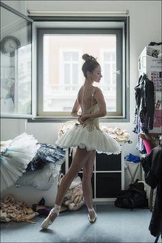 Ballerina Project - Lauren Cuthbertson - Royal Opera House, London The. Ballet Poses, Dance Poses, Ballet Dancers, Ballerinas, Ballet Art, Ballet Pictures, Dance Pictures, Dance It Out, Just Dance