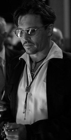 I'm not sure, but Johnny looks like he's holding a rosary. Johnny Depp Quotes, Johnny Depp Pictures, Johnny Depp Leonardo Dicaprio, Johnny Depp Wallpaper, Young Johnny Depp, Captain Jack Sparrow, Hot Actors, Perfect Man, Movie Stars