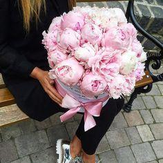 The Medium Peonies box #themillionroses #peonies #love by the.million.roses