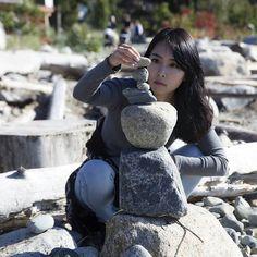 Instagram의 수빈(Subin / Rachel)님: 초집중 했눈걸욥 #탑쌓기 #초집중 #돌맹이 #여행 #여행스타그램 #벤쿠버 #캐나다 #공원 #산책 #Vancouver #Canada #britishcolumbia #traveler #travel #nice weather #rock #dslr #photo