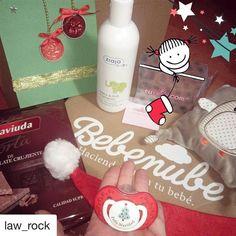 Hoy os traemos este post de @law_rock para celebrar la Navidad!   La navidad llega también con @bebenube Ideal para regalar productos diferentes cada mes  Buenas tardes bomboncitos   #lawrock #law_rock #bebenube #tutete #delaviuda #ziajababy #instagramer #instablogger #fashionblogger #shopping #estilismo #estilodevida #happyday #model #picoftheday #fashionlover #influencer #pregnant #pregnancy #embarazada #dulceespera #babybump #lascositasdeAbril
