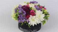 Flowerbox machen, Blumenbox selber machen, Flower School, Floristik, Muttertag Rosen Box, Flora, Slip Resistant Shoes, Shops, Flower Boxes, Sweet Home, Plants, Raglan Shirts, Youtube