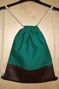 Backpack Turnbeutel Rucksack Gymbag Stringbag aus grünem Canvas und braunem Kunstleder. Herbst Musthave!
