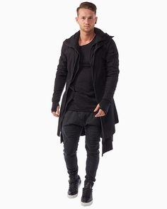 Thom Krom Baumwoll-Mantel mit Kapuze in Schwarz at Stierblut #thomkrom #stierblut #mantel #coat #cotton #baumwolle #black #schwarz #fashion #men