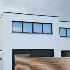 Een moderne woning in witte crepi uitgevoerd door Facades Forever