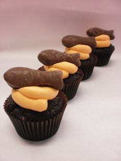 JUST ANOTHER FLIPPIN AUCKLANDER CUPCAKE    Delish Cupcakes    OK they're cupcakes from DELISH. I'm gonna try one day.