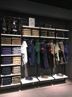 Boutique Interior, Clothing Store Interior, Clothing Store Displays, Showroom Design, Shop Interior Design, Denim Display, Mens Wear Shop, Fashion Store Design, Stair Renovation