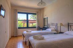 Bedroom (Villa Avra)