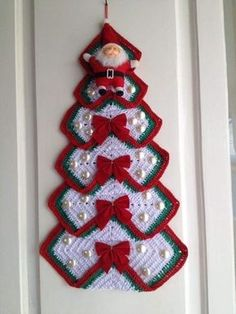 Christmas Tree in Grandma's Crochet – Quilt Instrctions – Christmas Crochet Crochet Christmas Decorations, Christmas Tree Pattern, Crochet Decoration, Crochet Christmas Ornaments, Christmas Crochet Patterns, Holiday Crochet, Christmas Knitting, Christmas Crafts, Christmas Christmas