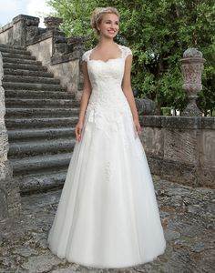 Sincerity wedding dress style 3906 |The lace Queen Anne detachable jacket, sweetheart beaded lace bodice and full tulle skirt of this ball gown create a classic, princess look.