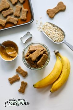 3 ingredient homemade dog treats made with old fashioned rolled oats, natural peanut butter, and banana. Perfect for your pups and human friendly, too! Dog Cookie Recipes, Easy Dog Treat Recipes, Dog Biscuit Recipes, Dog Food Recipes, Healthy Homemade Dog Treats, Vegan Dog Biscuit Recipe, Healthy Foods To Make, Dinner Recipes, Healthy Vegetable Recipes
