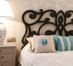 Фото спальня Квартира Luxury Interior, Bed Pillows, Pillow Cases, Home Decor, Pillows, Decoration Home, Room Decor, Home Interior Design, Home Decoration