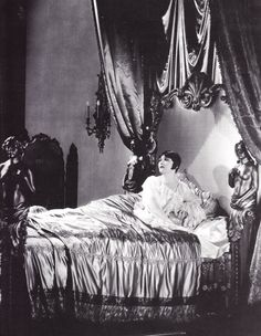 Pola Negri  claimed to be engaged to Valentino at the time of his death.