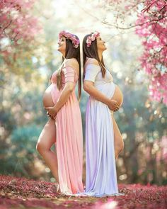 Maternity Photo Ideas and Inspiration Friends Pregnant Together, Pregnant Best Friends, Pregnant Sisters, Friend Pregnancy Photos, Sister Maternity Pictures, Sister Pictures, Nursing Photography, Maternity Photography, Pretty Pregnant