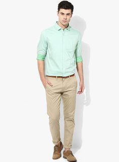 Creating a spring aura with its fresh green colour, this slim shirt from Scullers will add aesthetic charm to your outfit. Tailored in summer-suitable cotton fabric, this comfortable shirt will make you look dashing when matched with a pair of beige chinos and leather brogues.